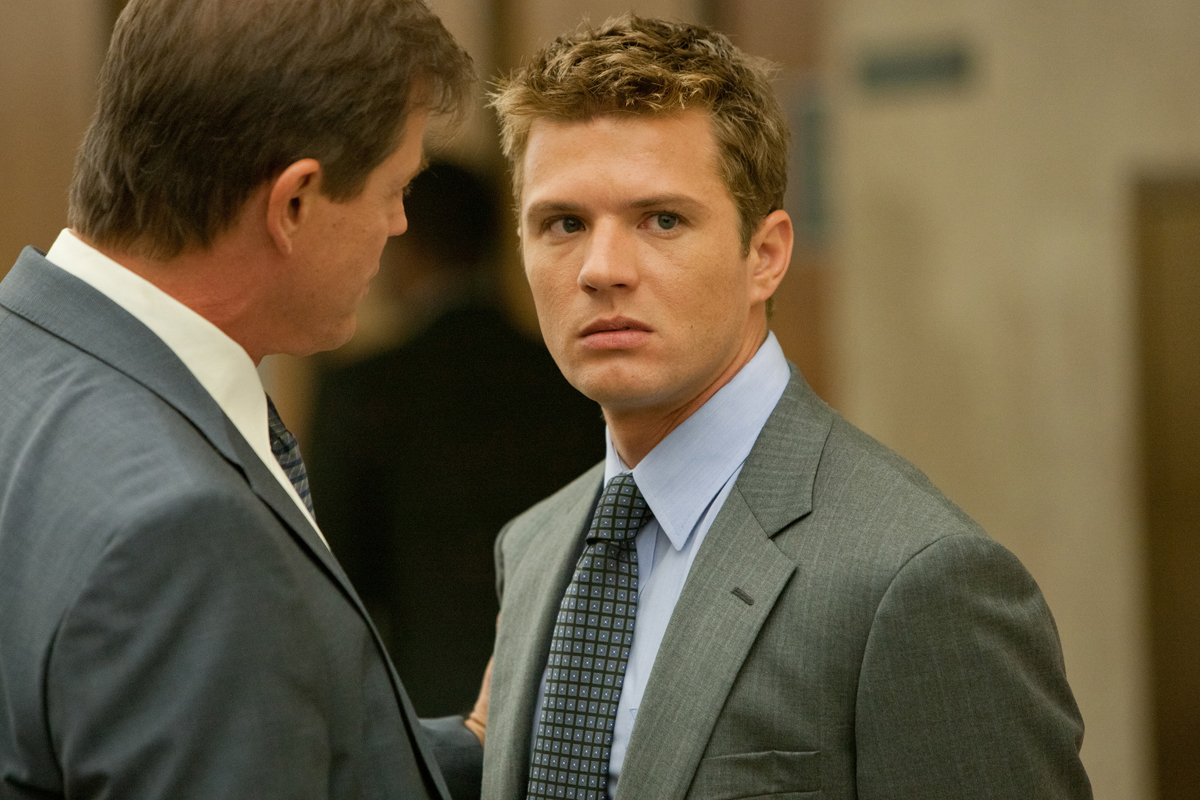 http://opionator.files.wordpress.com/2011/03/the-lincoln-lawyer-ryan-phillippe.jpg