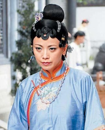 Hong Bo Kei (SHEREN TANG) as the loyal matriarch