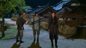 Hwang Jin-Joo (Yoon So-Yi), Baek Dong-Soo (Ji Chang-Wook) and Ji (Yun Ji-Min)
