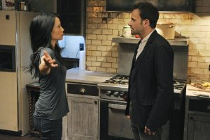 Lucy Liu and Jonny Lee Miller discuss the effectiveness of tea