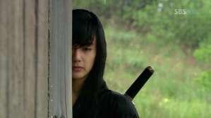 Yeo Woon (Yoo Seung-Ho) is halfway good