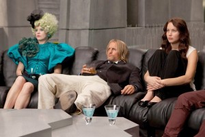 Elizabeth Banks, Woody Harrelson and Jennifer Lawrence relax before the big event