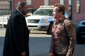 Agent John Bannister (Forest Whitaker) and Ray Owens (Arnold Schwarzenegger) not talking to each other