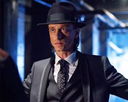 Rudy Lom (Mackenzie Crook) being cool under pressure
