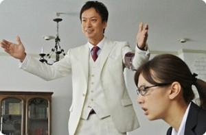 Kyoichiro Kazamatsuri (Kippei Shiina) tries to impress Reiko Hosho (Keiko Kitagawa)