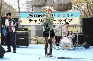 Futaba Kobayashi (Masami Nagasawa) sings with the band