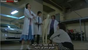 Sae Omori (Hiromi Kitagawa) and Sho Takebayashi (Ryo Kimura) investigate on the ground