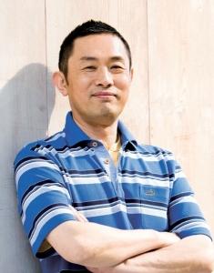 Chief inspector Yasaki (Takashi Naito)